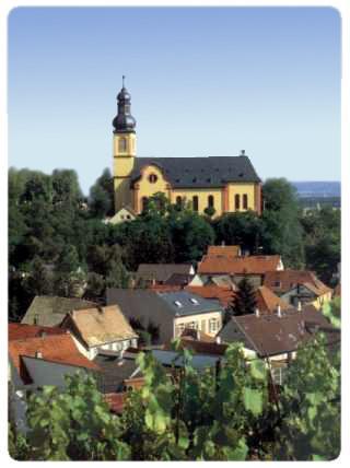 Blick auf die Pfarrkirche St. Gereon